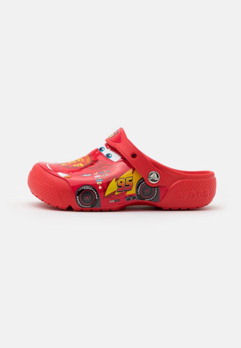 Crocs - CROCSFUNLAB DISNEY PIXAR CARS CLOG - Sandály do bazénu - flame