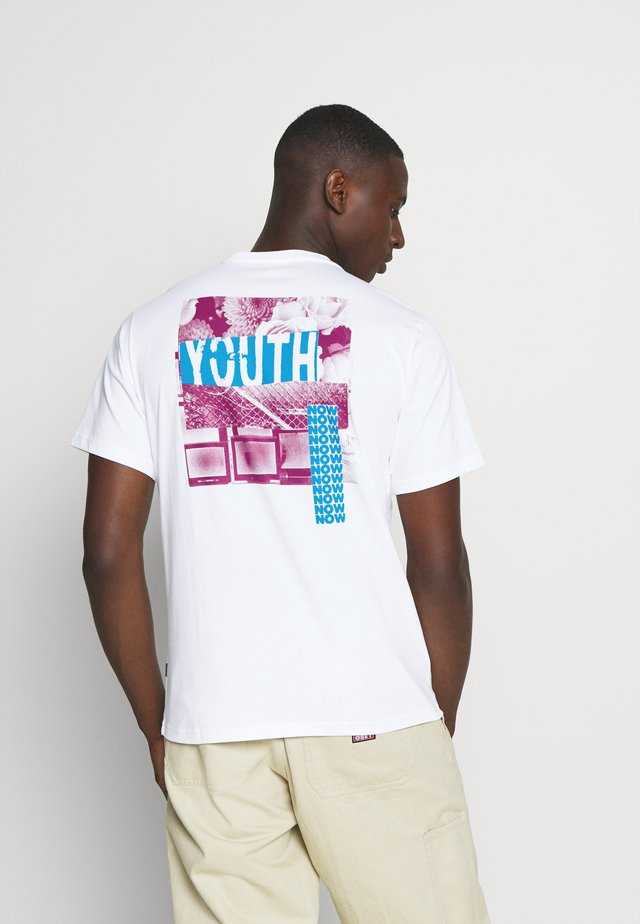 YOUTH NOW TEE - Print T-shirt - white