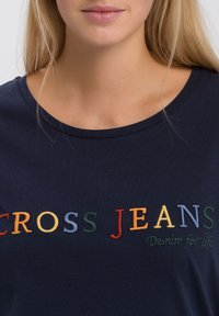 Cross Jeans - MIT ARM - Print T-shirt - navy - 3