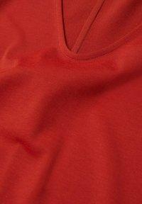 Violeta by Mango - Basic T-shirt - rotbraun - 5