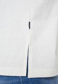 Converse - CONVERSE RENEW TEE - Basic T-shirt - egret - 5