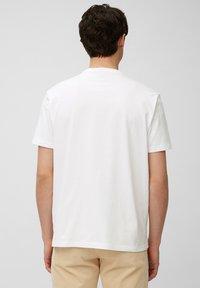 Marc O'Polo - Print T-shirt - white - 2