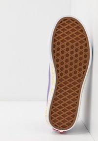 Vans - THE SIMPSONS SK8 ZIP - Sneakers alte - purple - 5