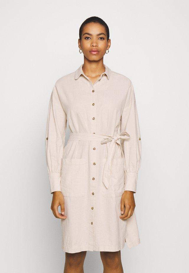 SLFMALVINA TONIA DRESS - Skjortekjole - sandshell
