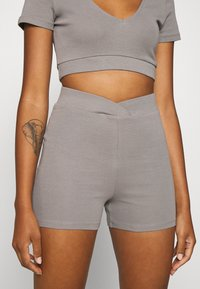 Nly by Nelly - WRAP WAIST MINI SET - Tracksuit bottoms - gray - 8