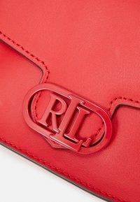 Lauren Ralph Lauren - SUPER SMOOTH ADDIE - Bandolera - candy red - 6