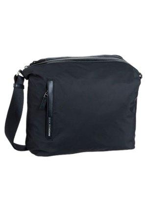 HUNTER MEDIUM - Across body bag - black