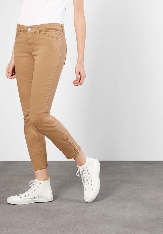 Slim fit jeans - light cognac