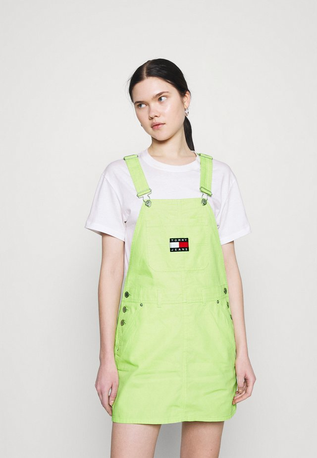 DUNGAREE DRESS - Denimové šaty - faded lime