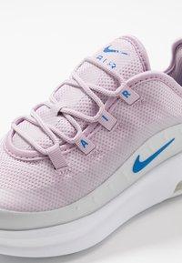 Nike Sportswear - AIR MAX AXIS - Tenisky - iced lilac/photon dust/soar - 2