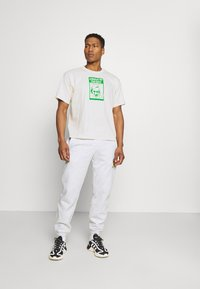 adidas Originals - TONGUE STAN TEE UNISEX - Printtipaita - white - 1