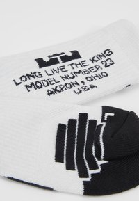 Nike Performance - LEBRON JAMES ELITE CREW SOCK - Skarpety sportowe - white/black - 2