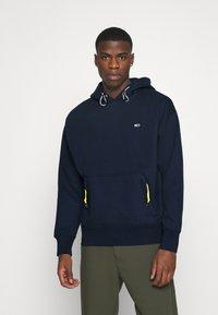 Tommy Jeans Plus - DETAIL HOODIE UNISEX - Sweat à capuche - twilight navy - 0