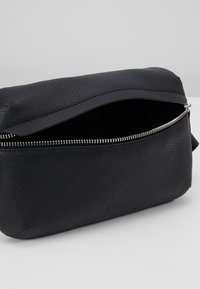 STUDIO ID - BUM BAG - Across body bag - black - 5