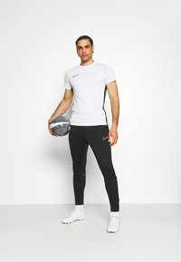 Nike Performance - ACADEMY 21 PANT - Tracksuit bottoms - black/green strike - 1