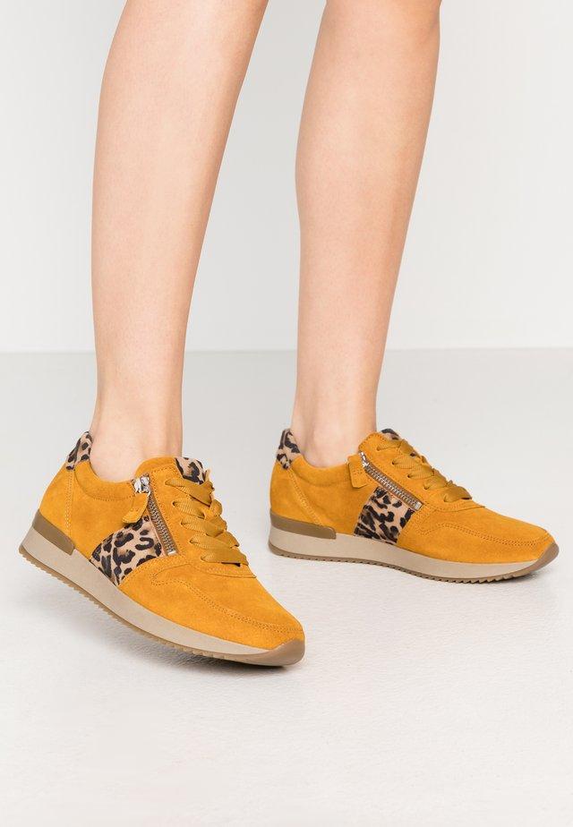 Sneakers laag - herbst/natur