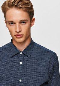 Selected Homme - Formal shirt - dark navy - 3