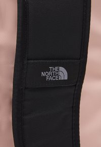 The North Face - BASE CAMP DUFFEL M UNISEX - Sports bag - pink/black - 9