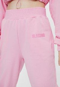 Bershka - Tracksuit bottoms - pink - 3