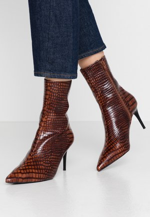 POINTY BOOTS - Classic ankle boots - brown