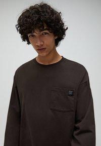 PULL&BEAR - Sweter - mottled brown - 3
