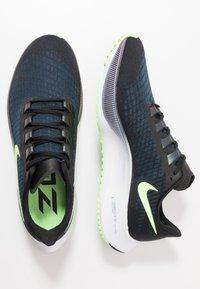 Nike Performance - AIR ZOOM PEGASUS 37 - Obuwie do biegania treningowe - black/ghost green/valerian blue - 1