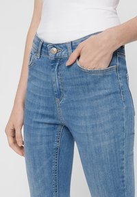 Pieces - SKINNY FIT JEANS CROPPED - Jeans Skinny Fit - light blue denim - 3