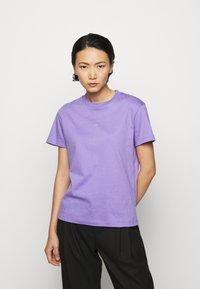 Holzweiler - SUZANA - Print T-shirt - purple - 0