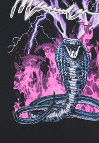 Mennace - ON THE RUN - T-shirt med print - black - 5