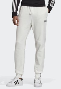 adidas Originals - R.Y.V. JOGGERS - Tracksuit bottoms - white - 0