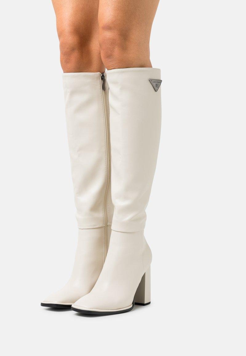 Laura Biagiotti - Kozačky na vysokém podpatku - white