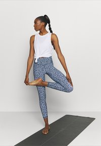 Cotton On Body - STRIKE A POSE YOGA - Leggings - baby blue - 1