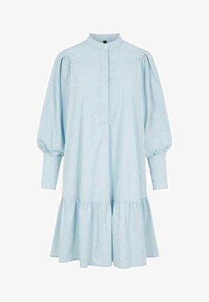 YASMIGGER - Vestido camisero - cashmere blue
