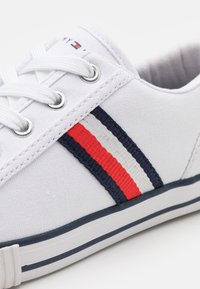 Tommy Hilfiger - Sneakers laag - white/blue - 5