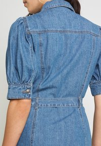 ONLY - ONLGERDA BELT DRESS - Dongerikjole - dark blue denim - 4