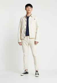 Nudie Jeans - RONNY - Lett jakke - dusty white - 1