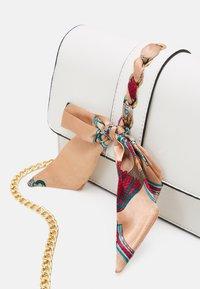 Pieces - PCABBIE CROSS BODY - Across body bag - cloud dancer/gold-coloured/beige/multi - 3
