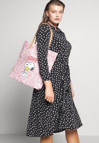Cath Kidston - SNOOPY SIMPLE SHOPPER - Tote bag - washed pink - 1