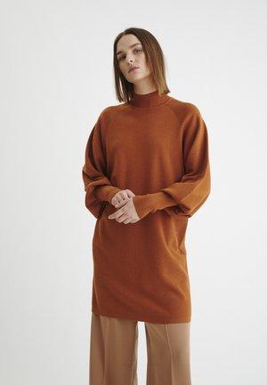 SANJAIW - Strikkjoler - leather brown