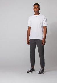 BOSS - TALBOA - Print T-shirt - white - 1