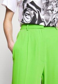 MM6 Maison Margiela - SMART - Kalhoty - green - 7