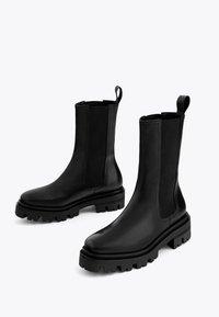 Uterqüe - Kotníková obuv - black - 2