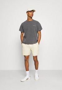 Weekday - OLSEN - Shorts - beige - 1