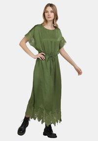 DreiMaster - SATINKLEID - Maxi dress - oliv - 0