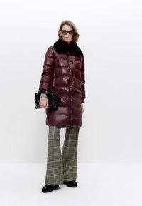 Uterqüe - Winter coat - bordeaux - 1