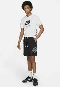 Nike Sportswear - ALUMNI  - Shorts - black - 1