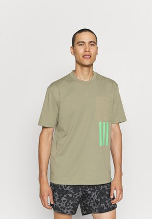 X CITY TEE - T-shirt med print - orbit green