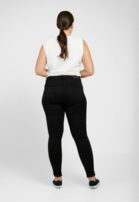 ONLY Carmakoma - CARAUGUSTA  - Jeans Skinny Fit - black - 2