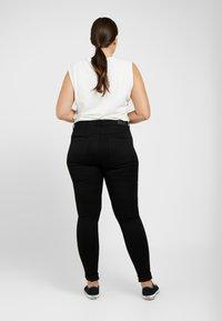 ONLY Carmakoma - CARAUGUSTA  - Jeans Skinny - black - 2