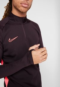 Nike Performance - DRY  - Camiseta de deporte - burgundy ash/racer pink - 5